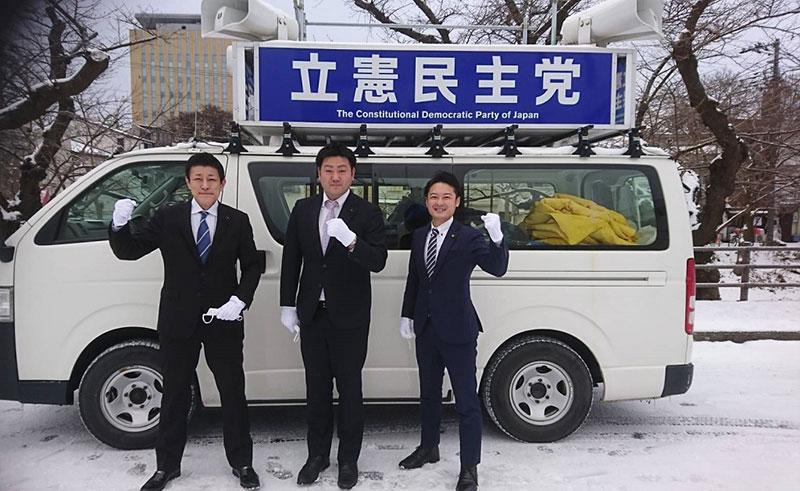県連青年局が街頭宣伝活動